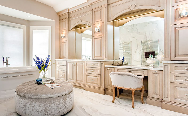 Make your makup routine more special whith a dedicated vanity - bathroom renos