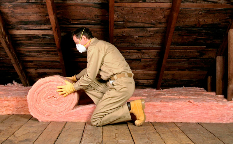 Installing Insulation - Home renovation in vaughan